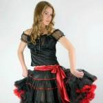 Schwarzer Petticoat mit roten Satinbändern, Länge ca. 55 cm